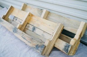 DIY PALLET SHELVES - THE KINDRED STREET 29
