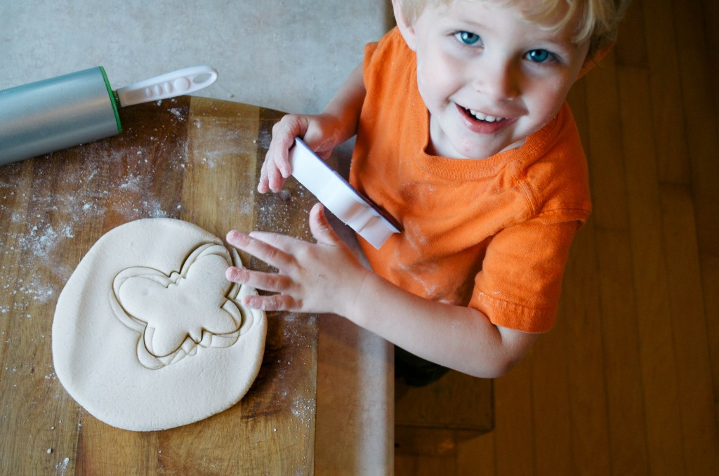 EASY HOMEMADE PLAYDOUGH- THE KINDRED STREET11