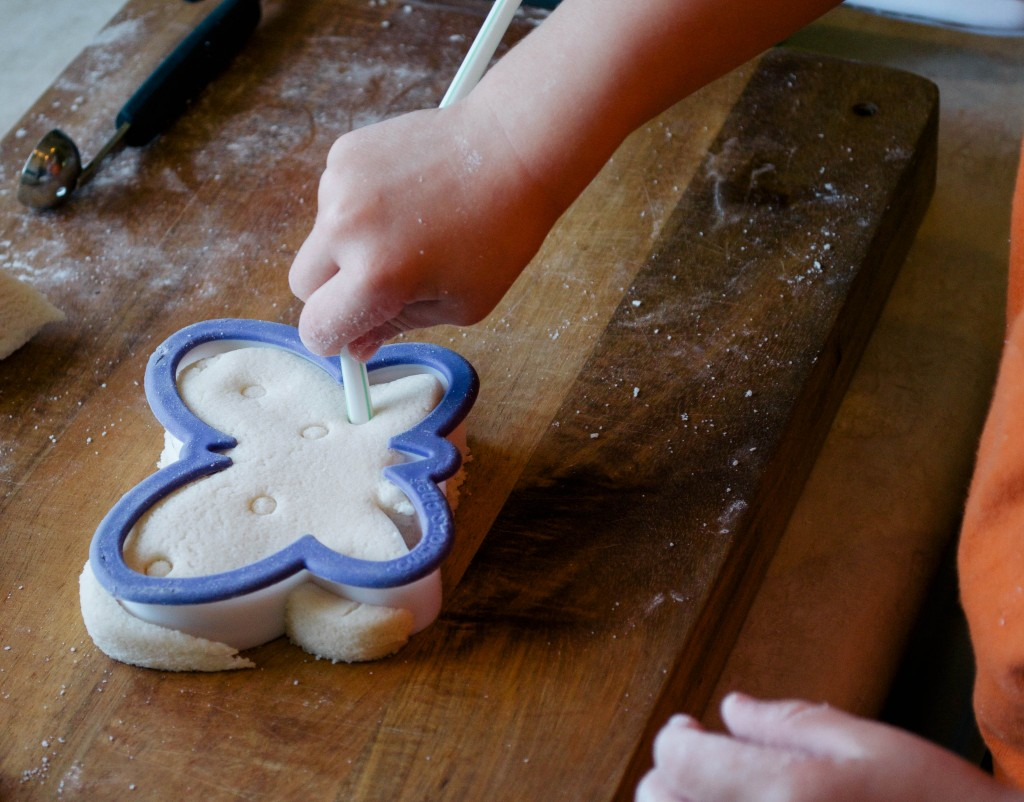 EASY HOMEMADE PLAYDOUGH- THE KINDRED STREET13