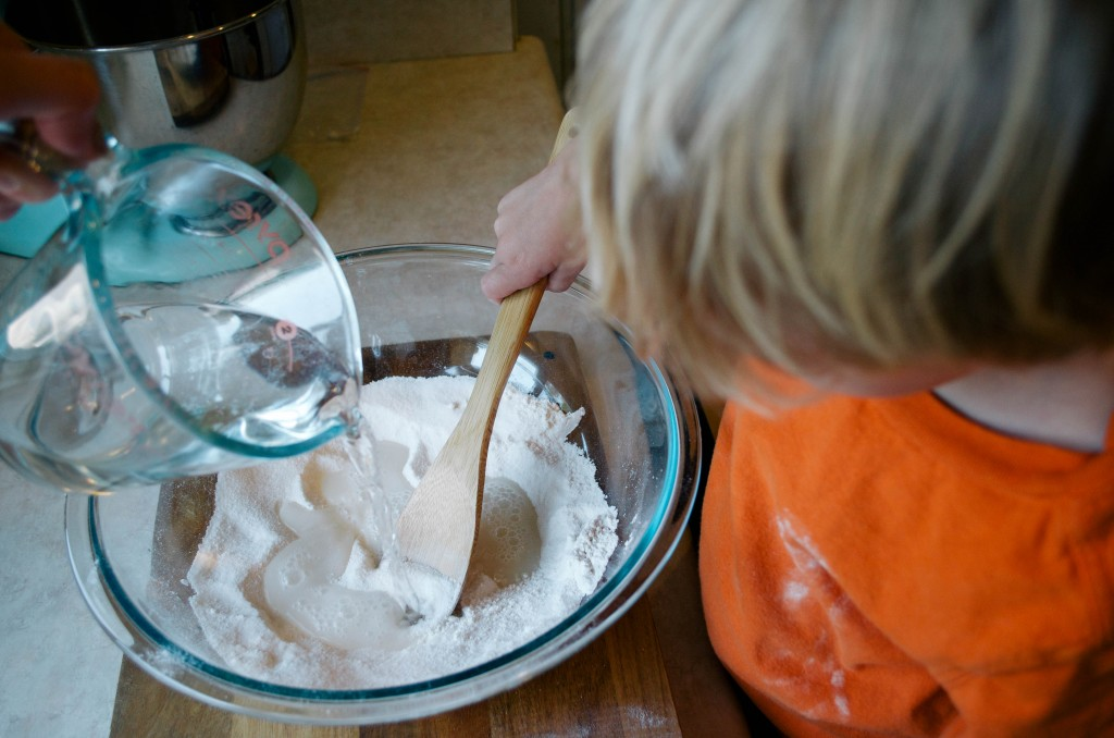 EASY HOMEMADE PLAYDOUGH- THE KINDRED STREET3