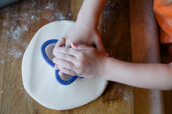EASY HOMEMADE PLAYDOUGH- THE KINDRED STREET9